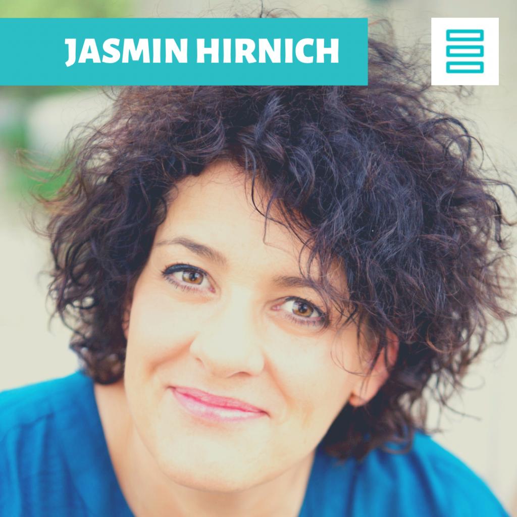 Barrierefrei: Ein Bild von Jasmin Hirnich und ein Schriftzug mit ihrem Namen sowie das Logo von Hirnich + Peter.